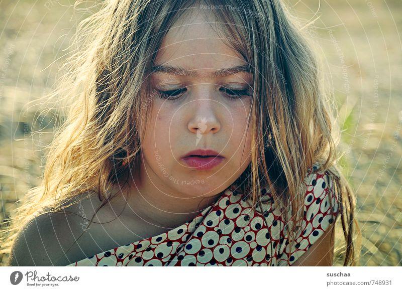 skeptisch feminin Mädchen Junge Frau Jugendliche Kindheit Leben Haut Kopf Haare & Frisuren Gesicht Auge Nase Mund Lippen 1 Mensch 8-13 Jahre Umwelt Natur Sommer