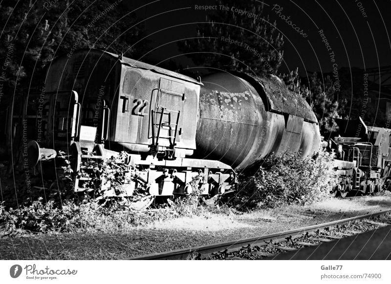 Lokomotion Lokomotive Licht Epoche Nostalgie Eisenbahn alt Beleuchtung Schatten Rolle Güterverkehr & Logistik Ware Mensch