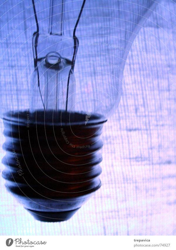 gluehbirne blau Lampe hell Beleuchtung Glas Elektrizität violett durchsichtig Tesla