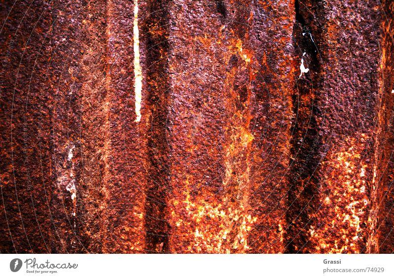 Rostig Nahaufnahme Beschichtung Schiffswrack Schrott zerfressen verfallen Detailaufnahme Makroaufnahme rostlöcher korrosionsschaden lochfraß corrodet korrodiert
