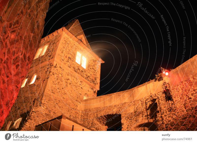 Frankenstein´s Burg Halloween dunkel Beleuchtung Geister u. Gespenster gruselig historisch Angst Panik Langzeitbelichtung frankenstein Turm Burg oder Schloss