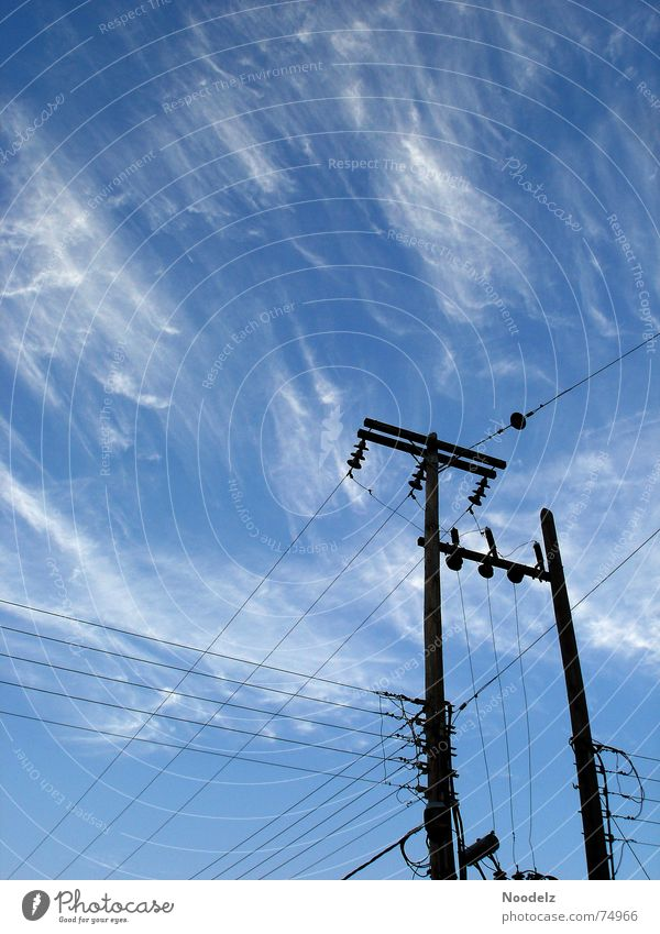 Strom In Samos Himmel weiß blau Sommer Wolken heiß Strommast Griechenland Leitung schlechtes Wetter