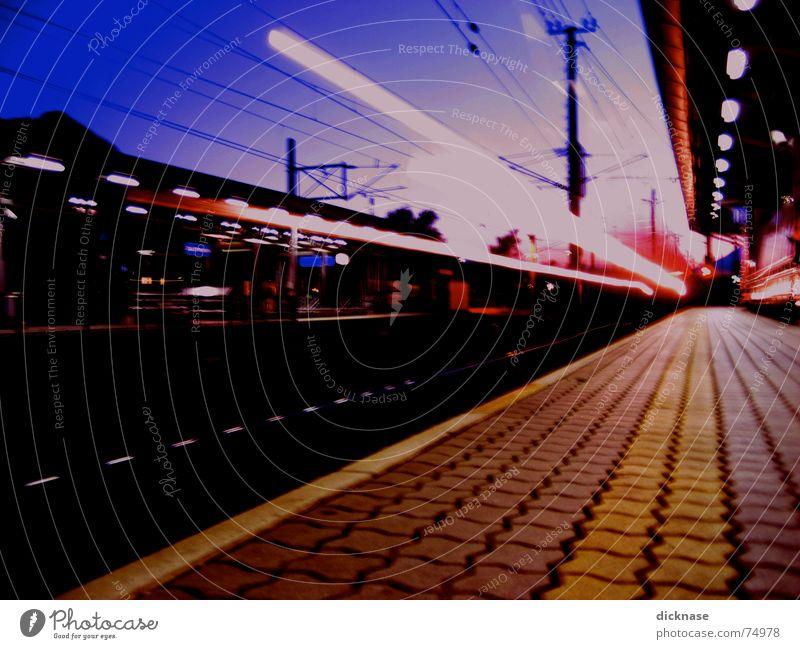 too fast for me... Beleuchtung warten Eisenbahn Geschwindigkeit Bahnhof Abschied Flucht Surrealismus Rauschmittel Star Wars