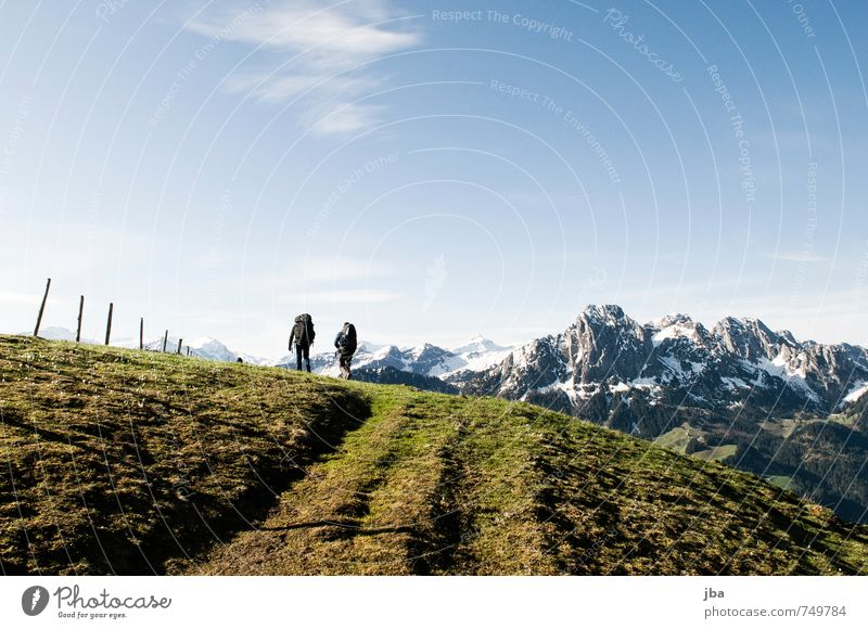 Marsch zum Startplatz Himmel Natur Sommer Landschaft Berge u. Gebirge Frühling Wege & Pfade gehen Felsen Luft Wind wandern Schönes Wetter Alpen Zaun Vorfreude