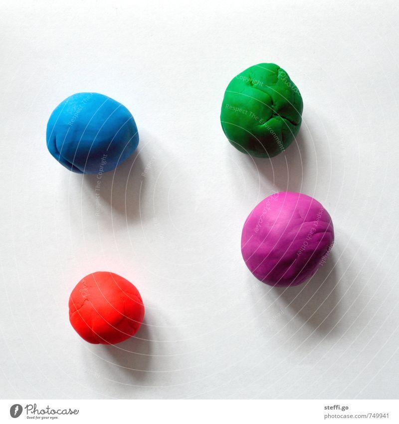 kugelrunde Sache Kind blau grün rot Freude Spielen rosa Freizeit & Hobby Fröhlichkeit einfach Kreativität Kindheitserinnerung weich violett Ball