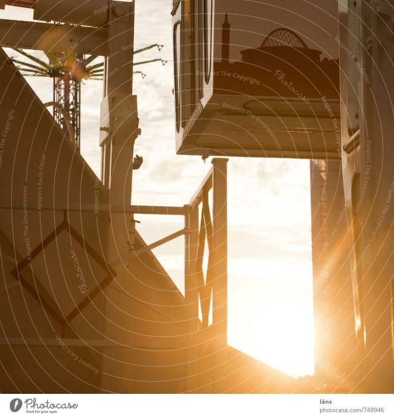 Fahrgeschäft Sonne Freude gelb Bewegung Metall Freizeit & Hobby Tourismus Ausflug Lebensfreude Höhenangst Jahrmarkt Überraschung Abenddämmerung drehen Höhe Erwartung
