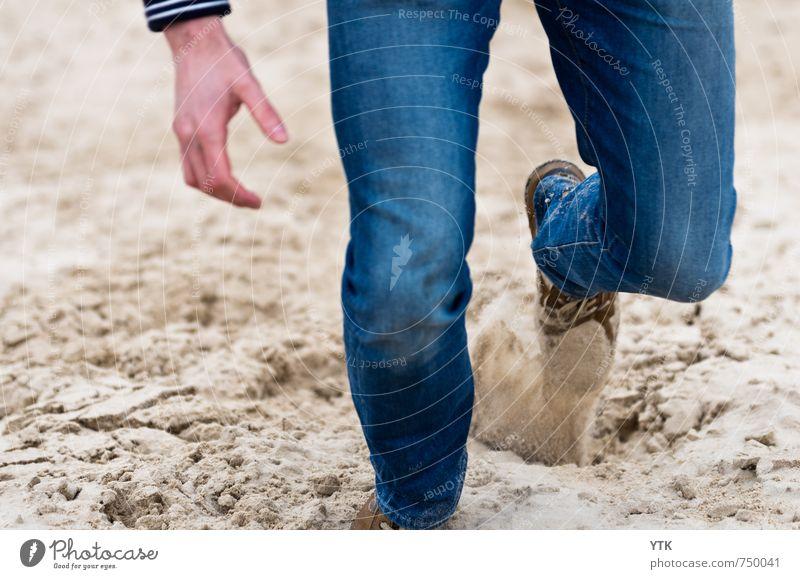 Dunerunner Mensch maskulin Junger Mann Jugendliche Erwachsene Hand Beine Fuß 1 18-30 Jahre Umwelt Hügel Küste Bewegung Sand Sandkorn Trägheit anstrengen