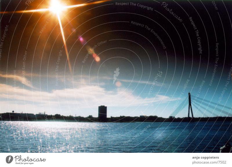 Bei Tag? Panorama (Aussicht) Flussufer Sonne Wasser Brücke Reflektion groß