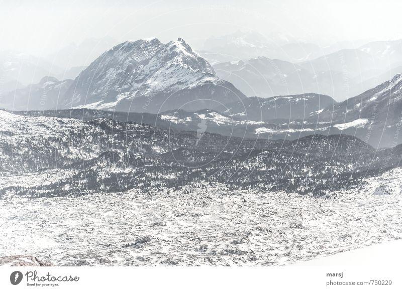 Blick ins Tote Gebirge Ferien & Urlaub & Reisen Winter Winterurlaub Berge u. Gebirge wandern Felsen Alpen Schneebedeckte Gipfel Ferne Unendlichkeit grau trüb