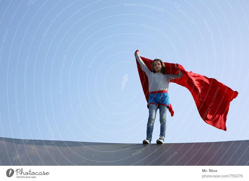 supergirl IV Lifestyle feminin Mädchen 1 Mensch 8-13 Jahre Kind Kindheit Wolkenloser Himmel Schönes Wetter Bauwerk Stoff brünett blond beobachten stehen rot