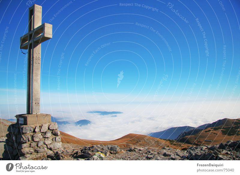 Herbstimpression No. 2 blau rot Wolken Schnee Berge u. Gebirge braun Nebel Hügel Gipfel Bergsteigen Österreich Gipfelkreuz Schneeberg
