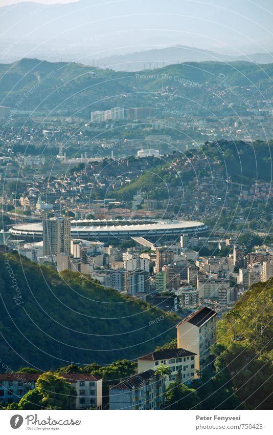 Rio de Janeiro 8 Sport Landschaft Brasilien Amerika Südamerika Stadt Sehenswürdigkeit Maracana Farbfoto Außenaufnahme Tag Stadion Aussicht Hügel groß Haus