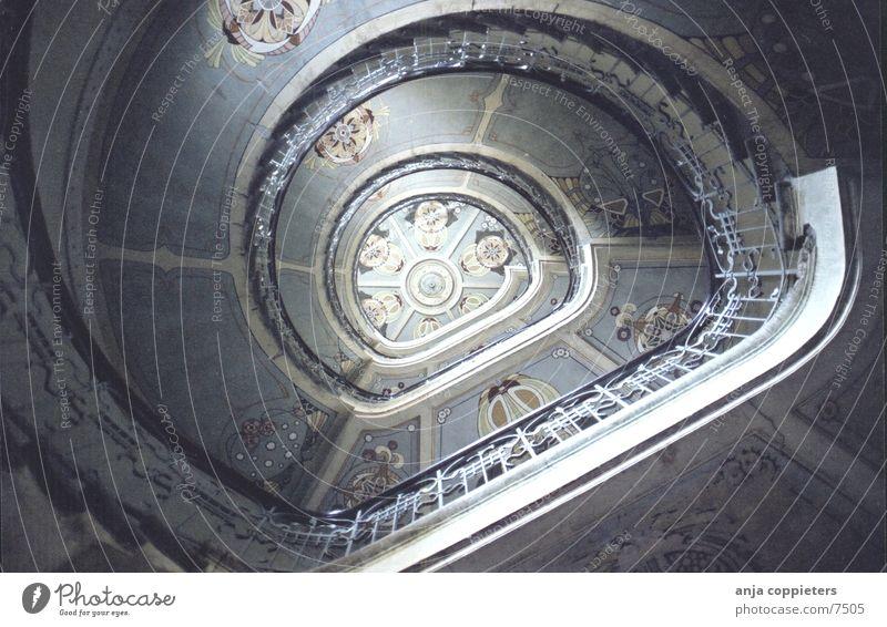 Up The Stairs Jugendstil drehen Drehung Riga Lettland Architektur Treppe Verwirbelung Baltikum