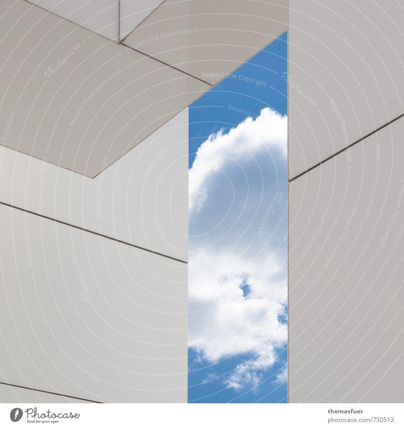 gerahmter Himmel Haus Architektur Wolken Schönes Wetter Stadt Bauwerk Gebäude Mauer Wand Fassade ästhetisch eckig modern blau weiß Design elegant Idee