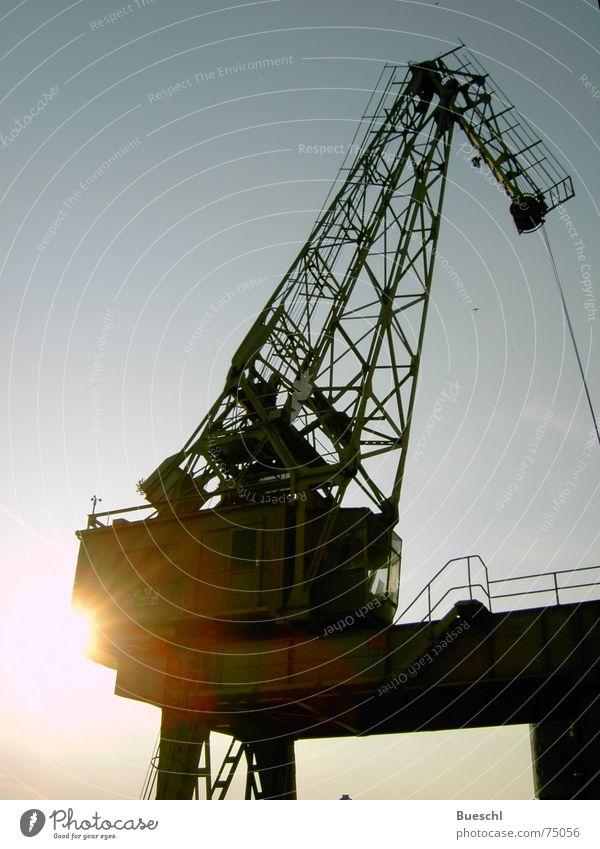 Kranosaurus Industriefotografie Hafen Kran Abenddämmerung veraltet stilllegen