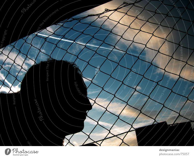 the day after... Silhouette Dach Zaun Quadrat Rechteck dunkel Licht grau Wolken Kondensstreifen schwarz Frankfurt am Main Europa gefangen eingeengt