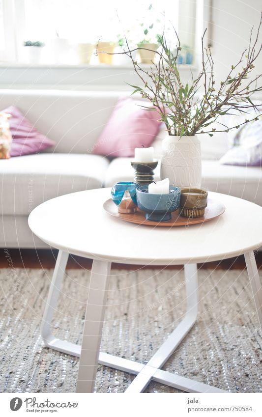 couchtisch Lifestyle Häusliches Leben Wohnung einrichten Innenarchitektur Dekoration & Verzierung Möbel Sofa Tisch Wohnzimmer Blumenstrauß Sammlung ästhetisch