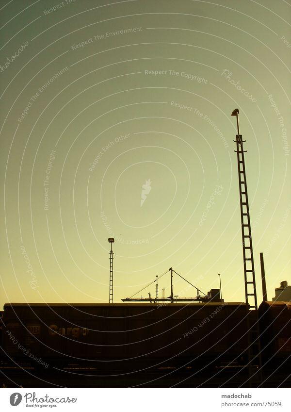URBANLOVE™ 1 | city stadt romantik idylle sonnenuntergang Himmel blau Wolken Haus Fenster Leben Architektur Gebäude Freiheit fliegen oben Arbeit & Erwerbstätigkeit Wohnung Design Wetter Häusliches Leben
