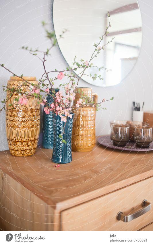 vasensammlung Häusliches Leben Wohnung Innenarchitektur Dekoration & Verzierung Möbel Spiegel Kommode Vase Blume ästhetisch Freundlichkeit schön blau gelb