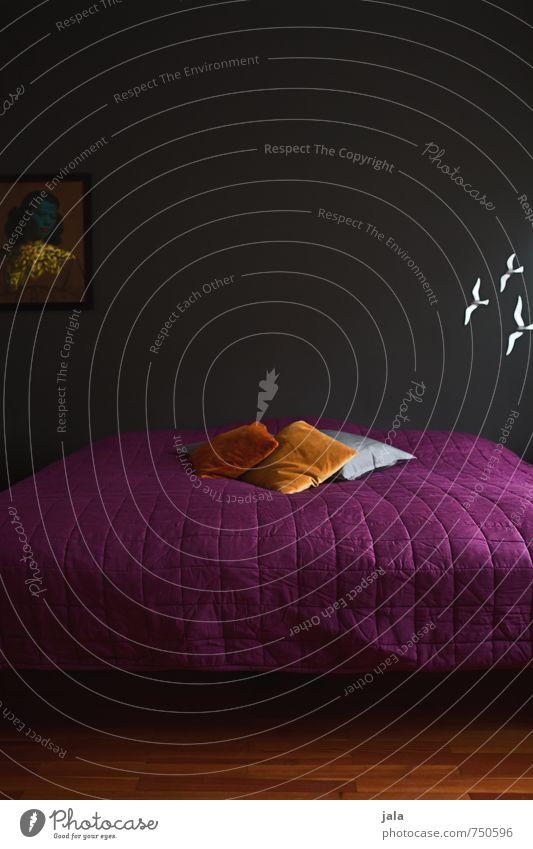 schlafraum Häusliches Leben Wohnung Innenarchitektur Dekoration & Verzierung Möbel Bett Schlafzimmer Kissen ästhetisch einzigartig orange rosa schwarz Farbfoto