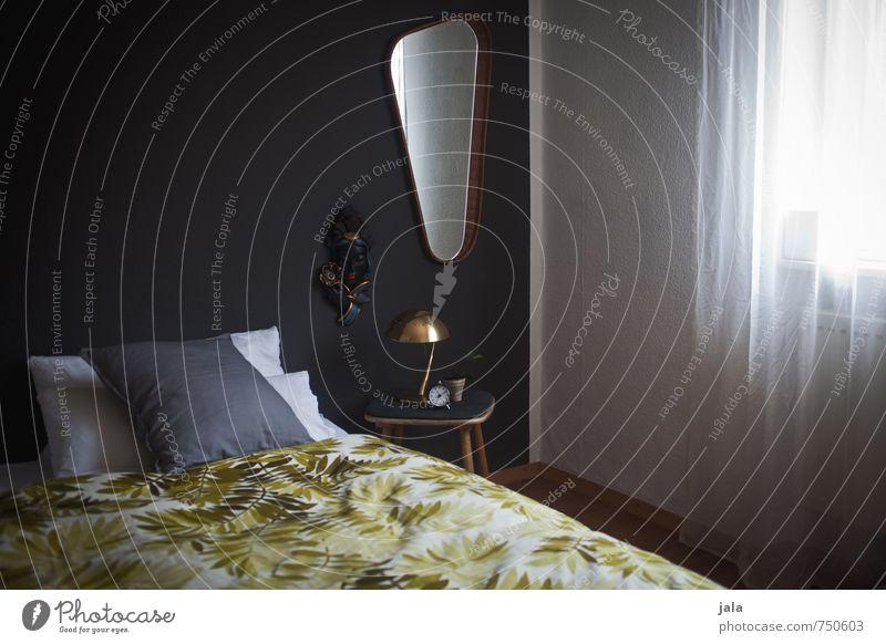 schlafraum Häusliches Leben Wohnung Innenarchitektur Dekoration & Verzierung Möbel Bett Tisch Spiegel Raum Schlafzimmer ästhetisch Farbfoto Innenaufnahme