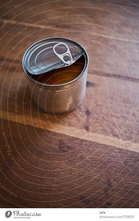 dose Lebensmittel Dose fest Fastfood Metallwaren Blech Haltbarkeit Konservendose Verpackung Holztisch Farbfoto Innenaufnahme Menschenleer Textfreiraum oben