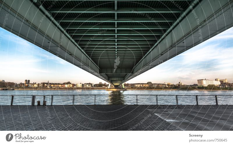 Bügelbrett Himmel Stadt Wasser Wolken Umwelt Wege & Pfade Deutschland Kraft groß Perspektive Europa Brücke Sicherheit Fluss stark fest