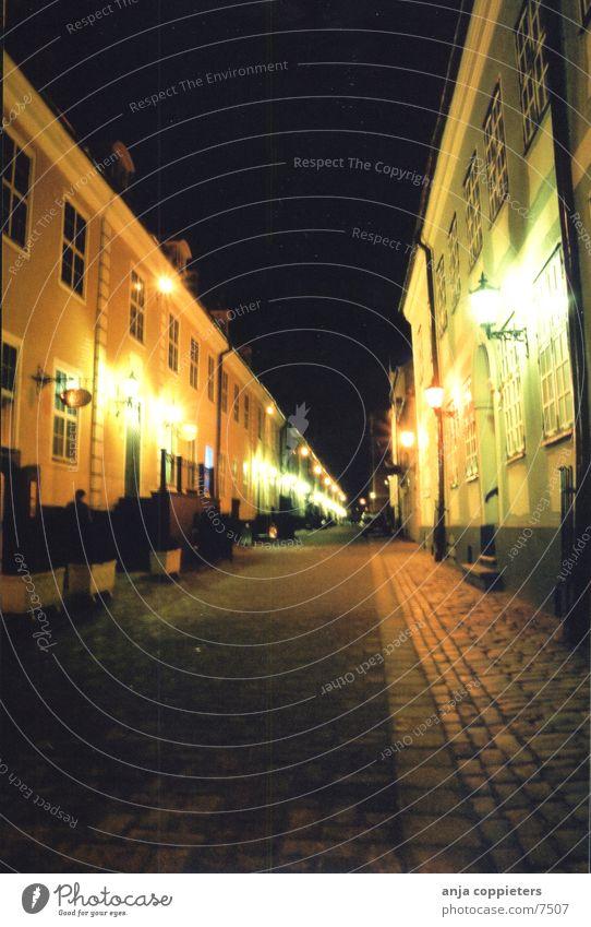 Jacob's Barracks Riga Lettland Abend Gebäude Haus Licht Europa Straße Reflektion