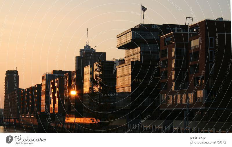 hafencity Hafencity Neubau Altbau Sonnenuntergang Alte Speicherstadt Hamburg goldene stunde reflektionen