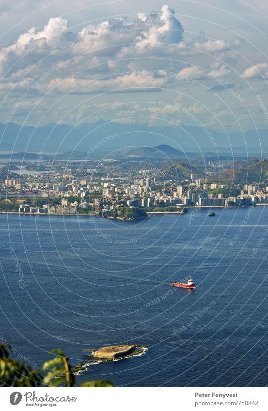 Rio de Janeiro 4 Natur Landschaft Wasser Himmel Wolken Horizont Bucht Brasilien Amerika Südamerika Stadt Menschenleer Containerschiff blau Stimmung ruhig
