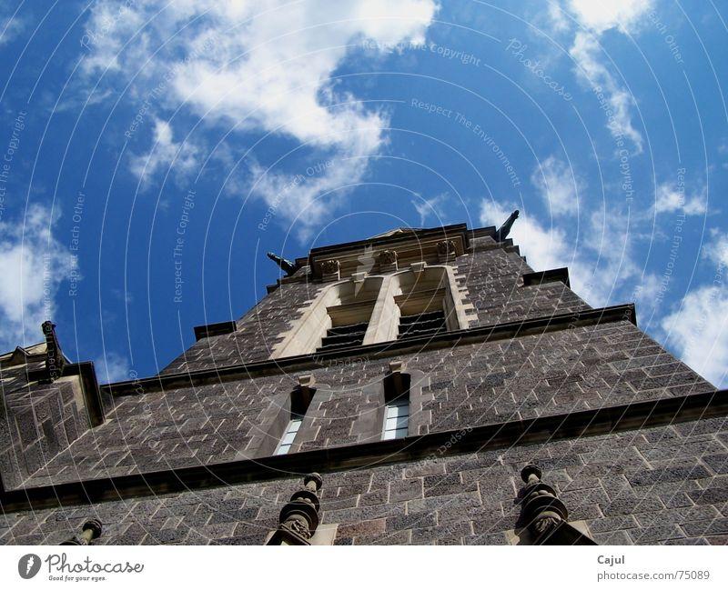 Hoch hinaus Geistlicher Protestantismus Religion & Glaube Fenster Wolken Katholizismus Trauer Sonnenstrahlen johanneskirche Himmel blau Stein Tod Freude hoch