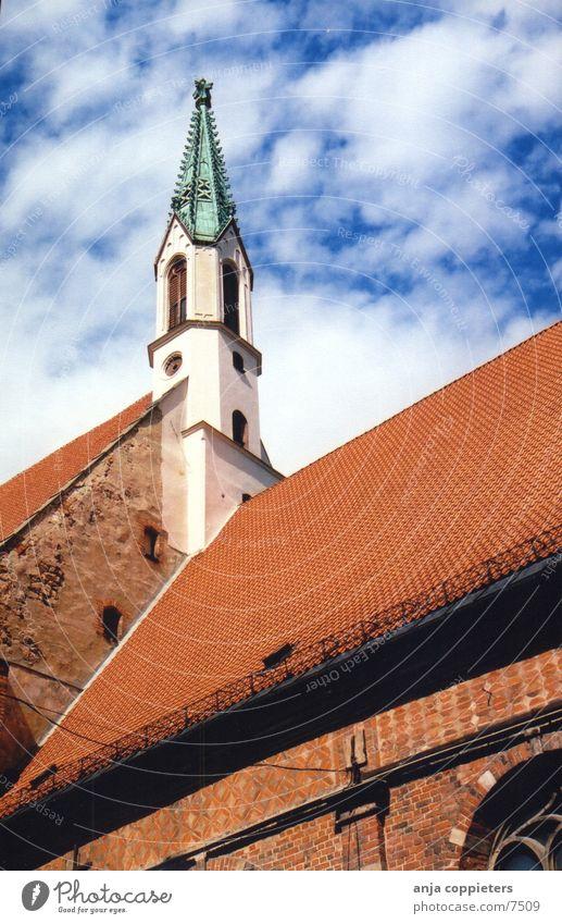 Ohne Titel Himmel blau rot Religion & Glaube Europa Dach Altstadt Lettland Riga Turmspitze