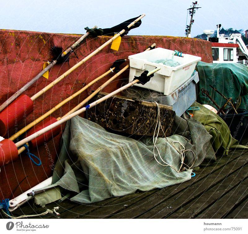 Ready to go fishing Stimmung Gastronomie Hafen flags mood Lautsprecher Brücke Kasten fischend red wall Netz rote wand net harbour