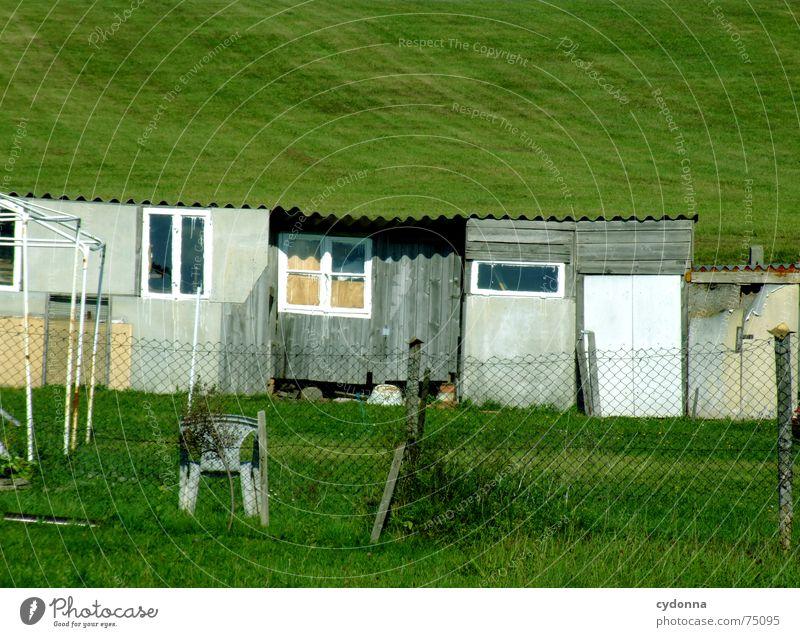 Gartenlauben Natur alt Erholung Wiese Fenster Holz Park klein Tür Baustelle verfallen Hütte Zaun Gesellschaft (Soziologie)