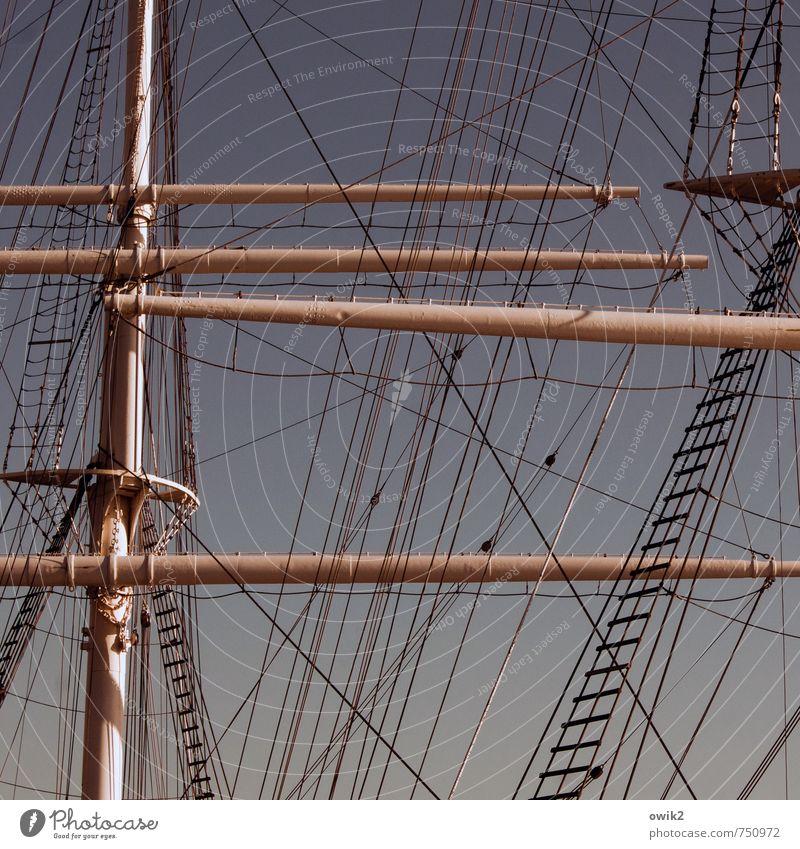 Hierarchie Wolkenloser Himmel Schifffahrt Segelschiff Seil Mast Takelage Strickleiter fest gigantisch groß hoch oben Kraft Verantwortung Verlässlichkeit