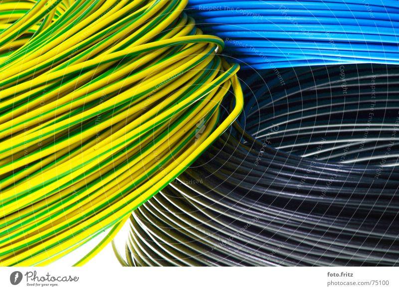 strom kabel elektronisch Elektrizität Kabelsalat Rolle Hausbau Putz Elektromonteur Draht schwarz gelb grün mehrfarbig elektrisch Haushalt Straßenbau