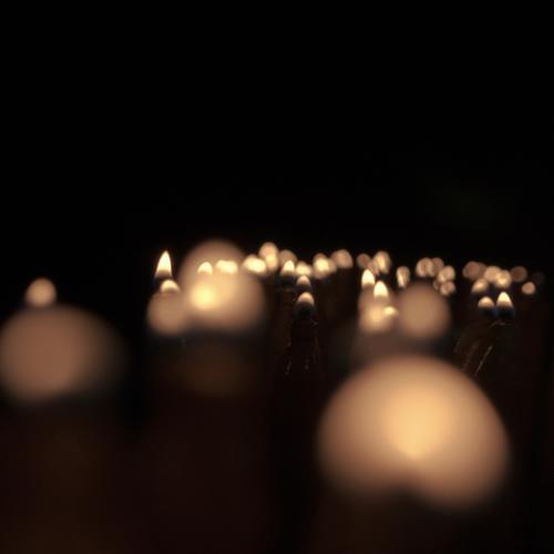 Stille Gebete Kirche Dom Kerze Kerzenschein Bewegung leuchten Duft dunkel klein viele ruhig Religion & Glaube demütig Hoffnung Liebe Flackern friedlich Flamme