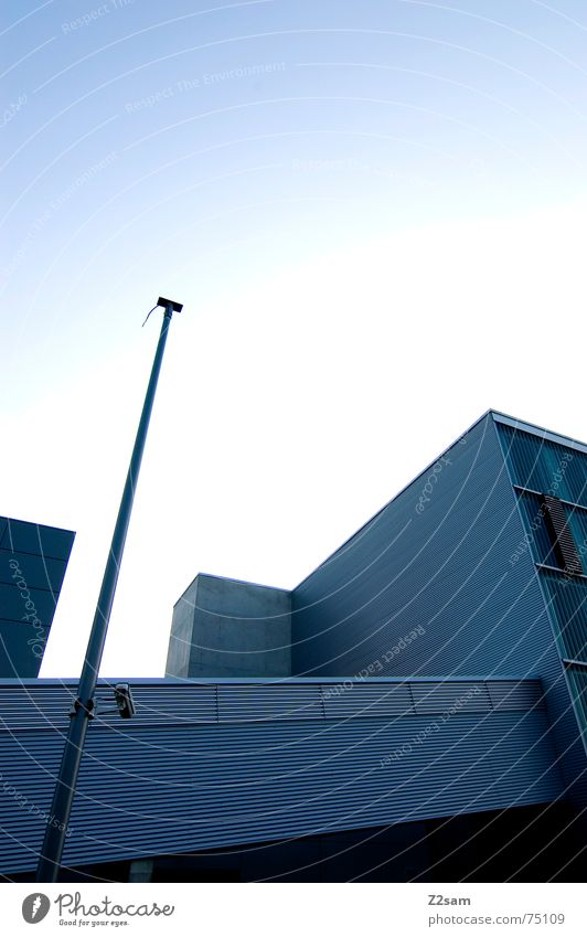 moderne architektur Himmel blau Linie Architektur Fabrik Baustelle Würfel Blech Rechteck Firmengebäude Wellblech Autobahnauffahrt