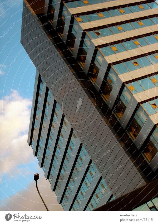 POINT OF VIEW Himmel Stadt blau Wolken Haus Fenster Leben Architektur Gebäude Freiheit fliegen oben Arbeit & Erwerbstätigkeit Wohnung Design Wetter