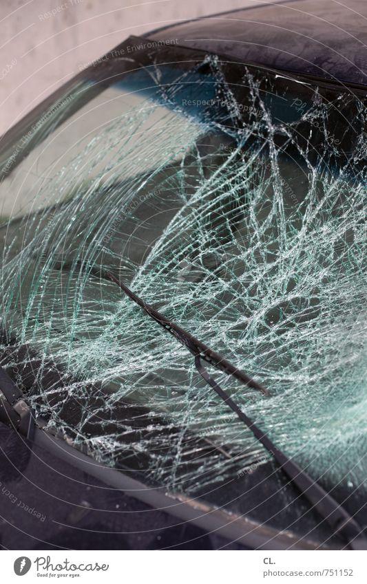 das mit dem auto ist egal Verkehr Autofahren Verkehrsunfall Fahrzeug PKW kaputt Angst Todesangst gefährlich bedrohlich Sicherheit Zerstörung Scherbe
