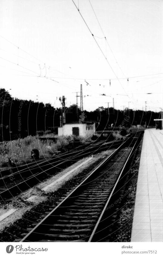 line up..? Metall Gleise Bahnhof