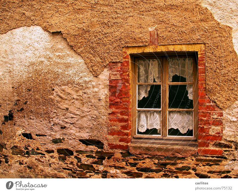 In Würde altern charmant Zahn der Zeit Putz Zerstörung Verfall Vergangenheit Leben Renovieren geldmangel