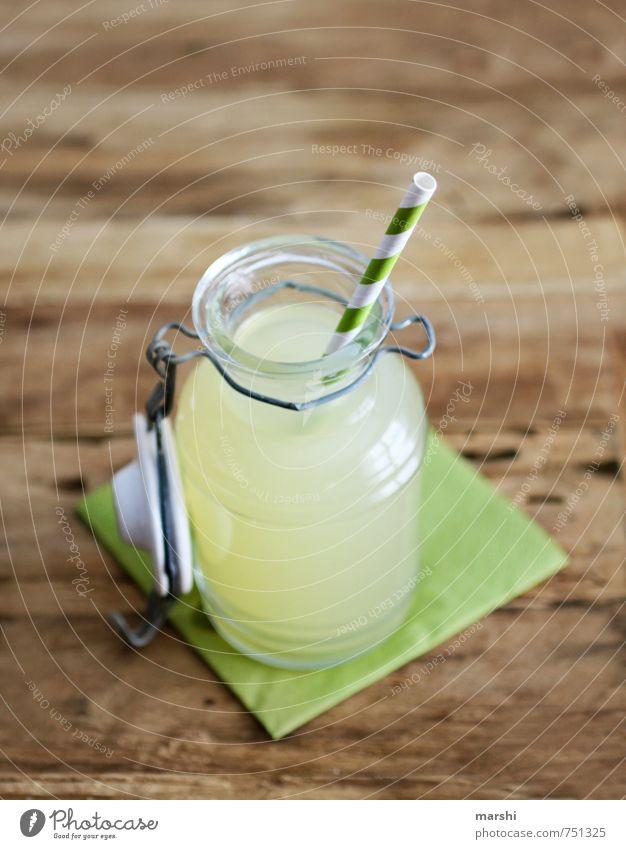naturtrüb Ernährung Essen Bioprodukte Getränk trinken Erfrischungsgetränk Limonade gelb Halm Apfelsaft Serviette Vogelperspektive Holztisch durstig Durst