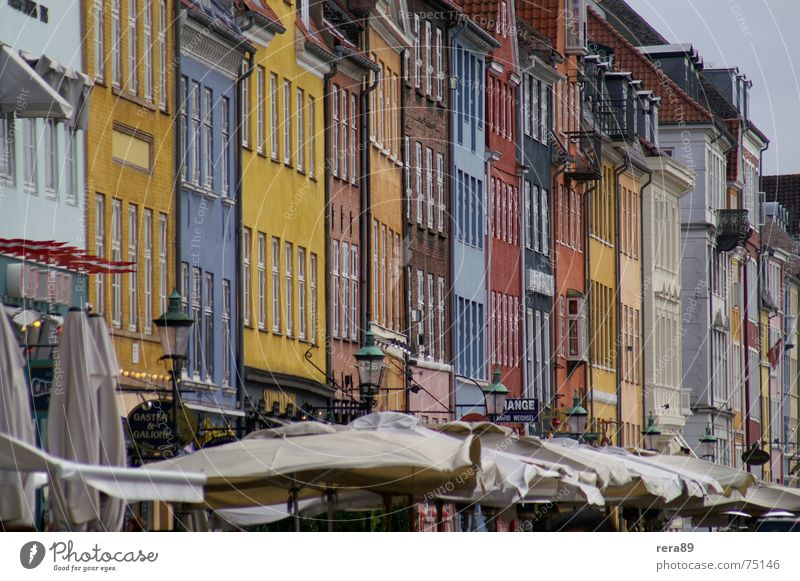 Nyhavn Copenhagen Kopenhagen Dänemark Gebäude Haus Stimmung Tradition Außenaufnahme copenhagen Altstadt Farbe Architektur