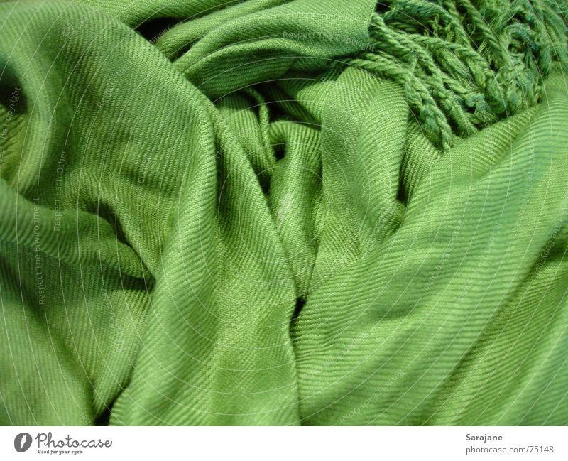 grüner Wuschelschal Winter kalt Schnee Herbst Wärme Mode Bekleidung Stoff Physik Falte durcheinander Hals Geborgenheit kuschlig Textilien