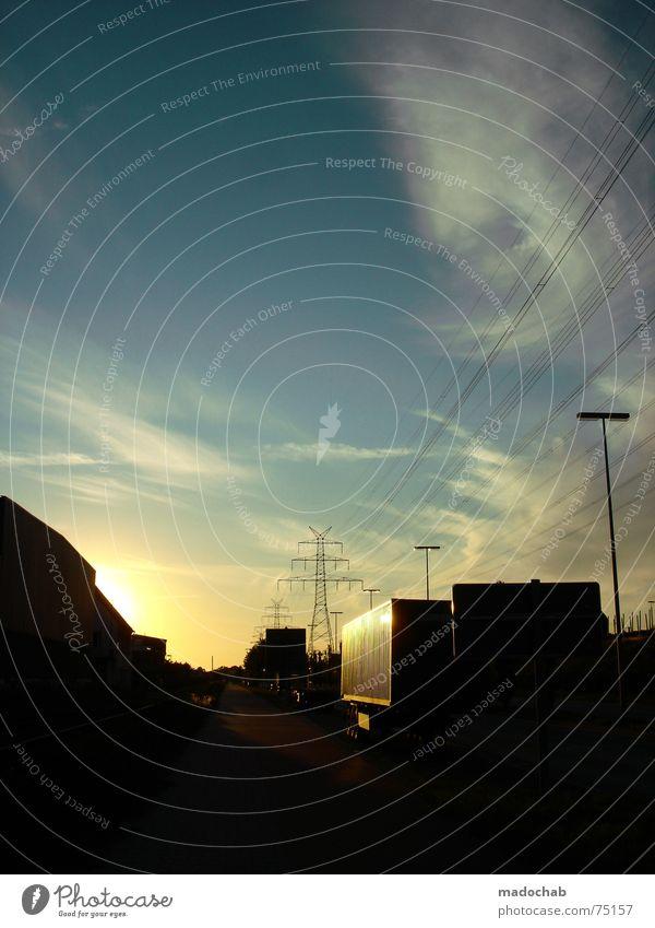 URBANLOVE™ 3 Himmel blau Farbe Wolken Haus Fenster Leben Architektur Gebäude Freiheit fliegen Stimmung oben Arbeit & Erwerbstätigkeit Wohnung Design