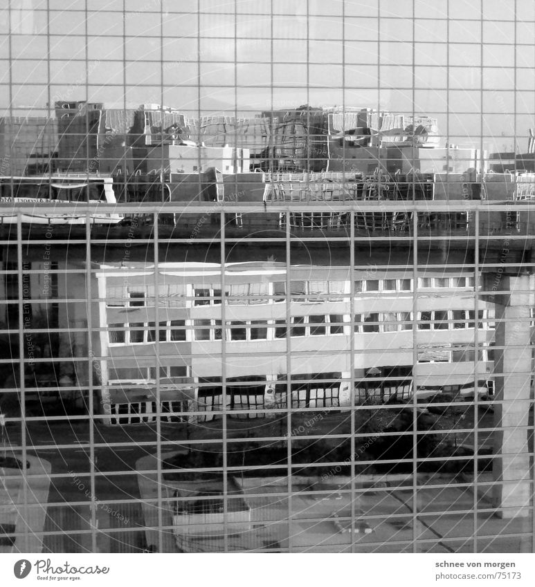 illusorisch Haus schwarz Fenster grau Gebäude Spiegel Dinge Flughafen Konflikt & Streit Frankfurt am Main falsch wirklich Illusion wahrnehmen virtuell
