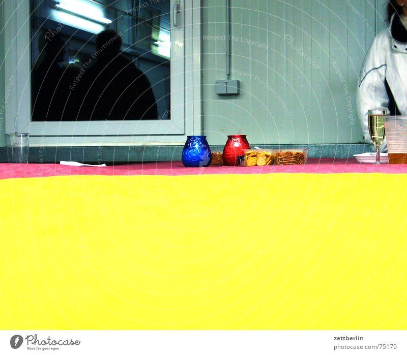 Hier eröffnet für Sie ein Autohaus Kerze Neonlicht gelb rot Übermut wachstuch Decke blau graugrün dunkelweiss