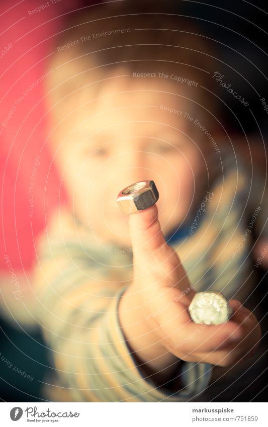 kita feinmotorik übung Kindererziehung Kindergarten lernen Kleinkind Junge Körper Gesicht Arme Hand Finger 1 Mensch 1-3 Jahre Schraube Mutter drehen Bewegung