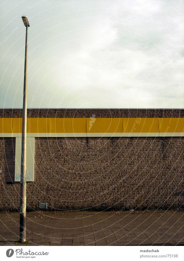 EINSAM Himmel Stadt blau Einsamkeit Wolken Haus Fenster gelb Leben Architektur Gebäude Freiheit fliegen oben Arbeit & Erwerbstätigkeit Wohnung
